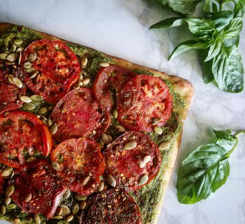 Pesto heirloom tomato flatbread